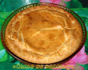 Пирог с рыбными консервами и луком
