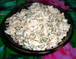 Салат с кальмарами и горошком
