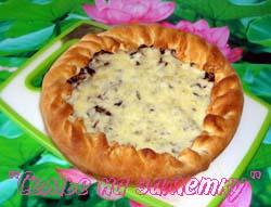 Пирог с солеными грибами