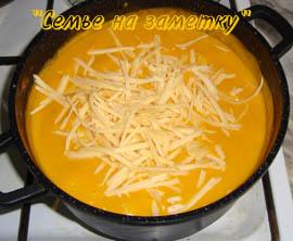 Сыр в супе-пюре из тыквы