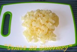 Ананасы для сырного салата