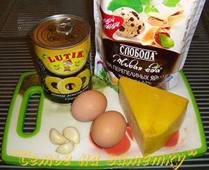 Ингредиенты сырного салата с ананасами