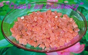Слой соленой красной рыбы