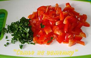 Перец и зелень для салата с дайконом