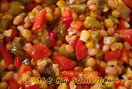 Салат с консервированной фасолью в томатном соусе