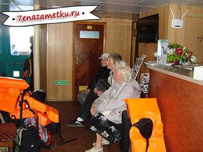 Туристы теплохода готовятся к эвакуации