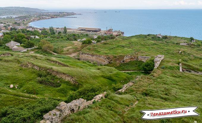 Вид на крепость Еникале с горы