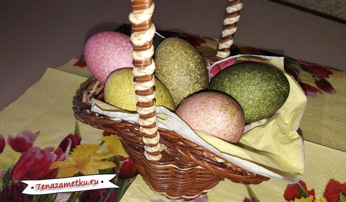 Как покрасить яйца в крапинку