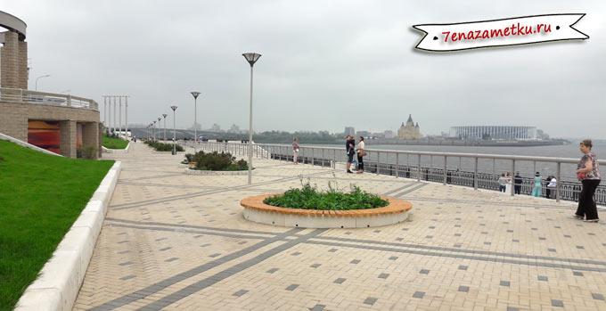 Вид с Нижне-Волжской набережной на стрелку и стадион