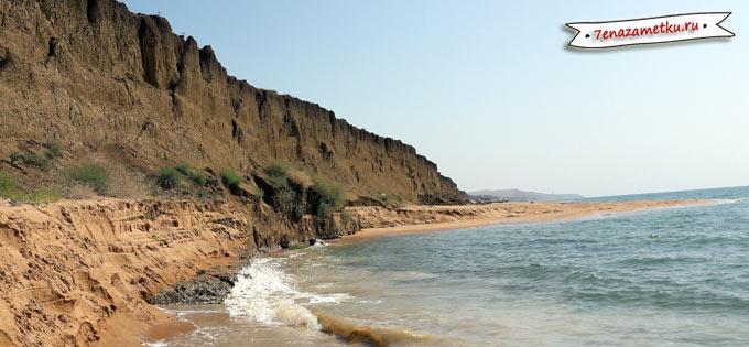 Море подмыло берег