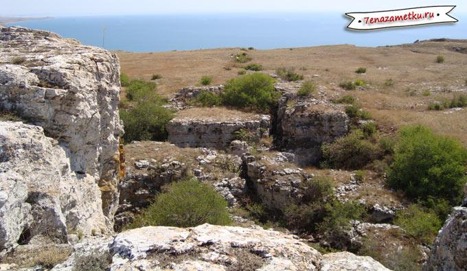 Тектонические расщелины Опук Крым