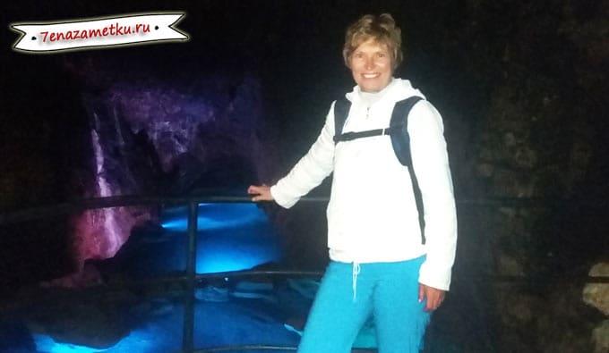 В Красной пещере над подземной рекой