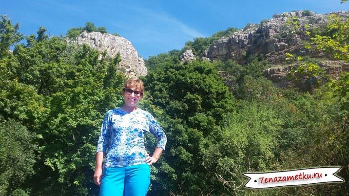 На Туфовой поляне возле Красной пещеры