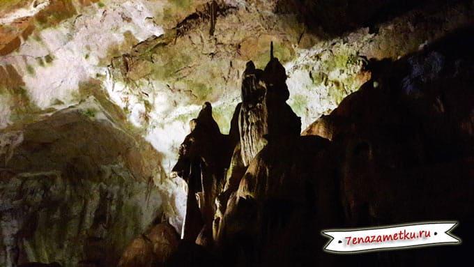 В галерее сказок в Мраморной пещере